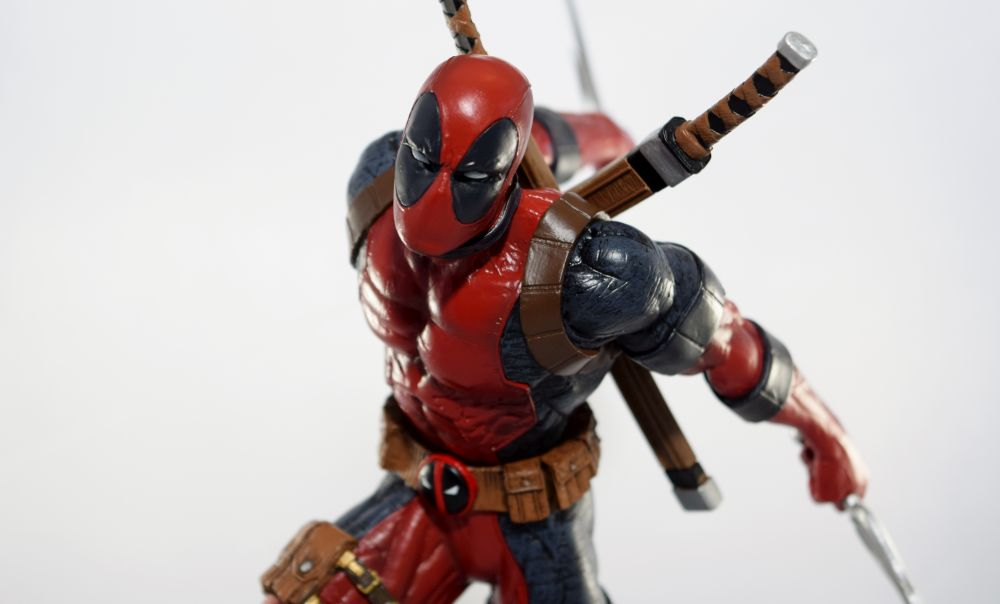 Diamond Select Toys Marvel Gallery: Deadpool Ice Edition PVC Figure Review