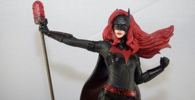 Diamond Select Batwoman PVC Statue (Review)
